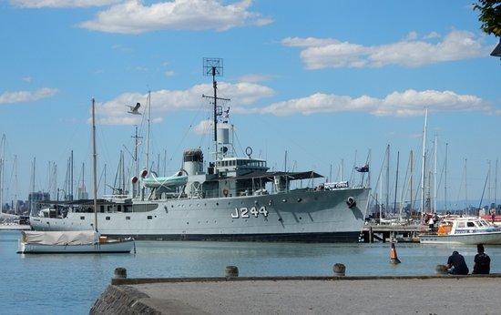 HMAS Castlemaine