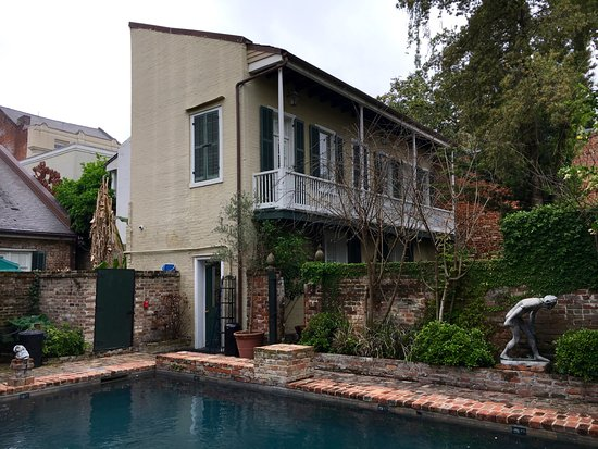 Audubon Cottages: Oldest pool in the French Quarter!