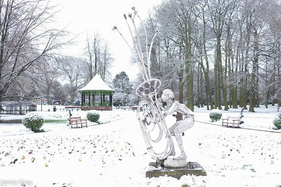 Rugby, UK: Caldecott Park in the snow