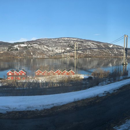 Evenskjer, Norwegia: Familyowned hotel, with a greit view, silent rooms, clean floor (washed by water), lovely and fr