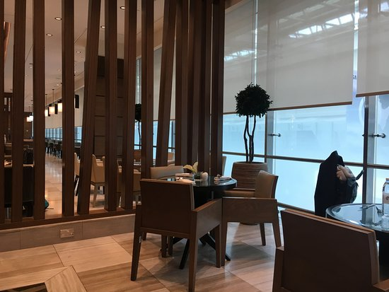 Ahlan Business Class Lounge: Dining Area
