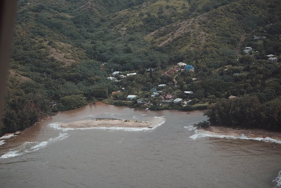 Jack Harter Helicopters - Tours: View of the mudslides in Hanalei :(