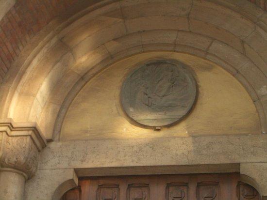 Abbazia Nostra Signora del Santissimo Sacramento : particolare sulla porta d'ingresso