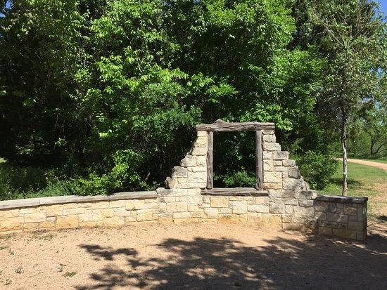 Buda, Teksas: Rock wall