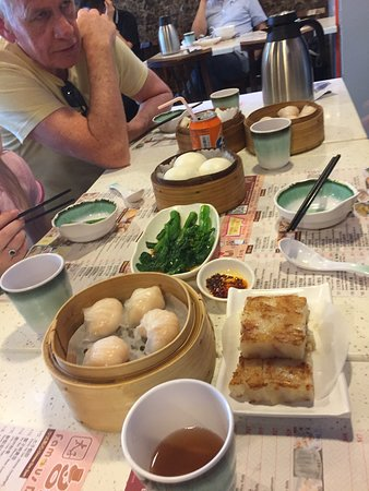Full-Day Private Customized Walking Tour of Hong Kong: Great local Dim Sum