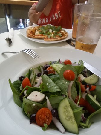 Ship Inn: Greek salad with pizza in the background. Shame about the empty beer!