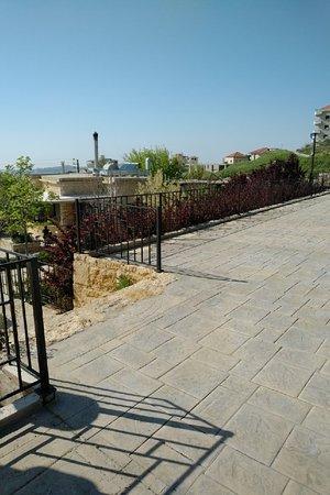 Bhamdoun, Lübnan: Reception area with view to restaurant