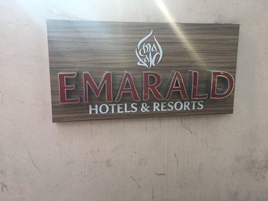 Emarald Hotel: Name board
