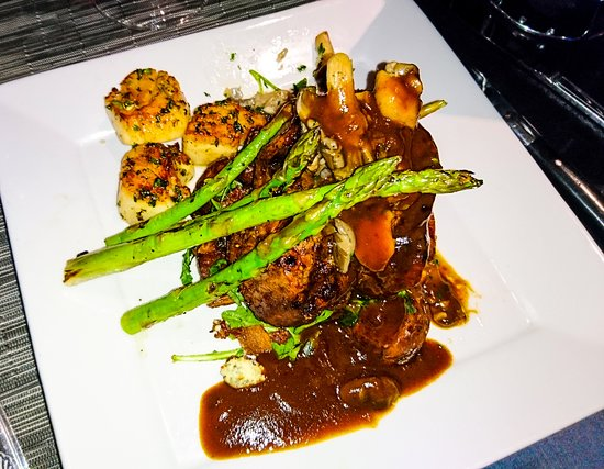 Hotel Bellwether: Filet mignon with optional scallops