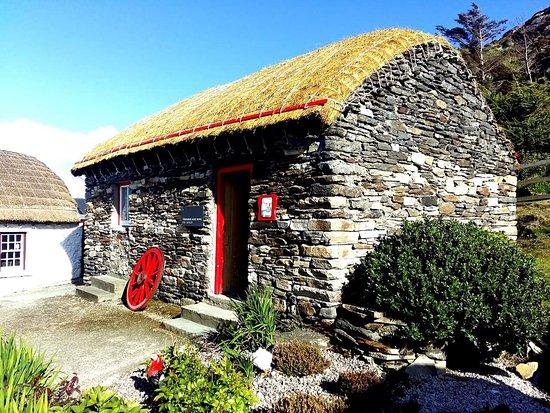 Glenties, أيرلندا: The Folk Village In Glen, A Short Drive From Hotel.
