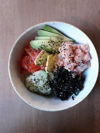 Maui Poke: pokè salmone e riso