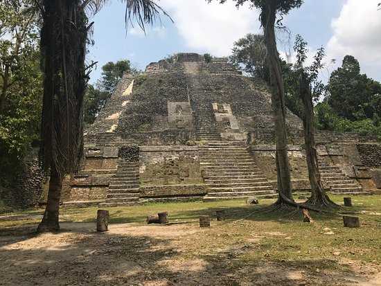 Distrito de Belice, Belice: The largest and oldest Mayan Site on our tour.