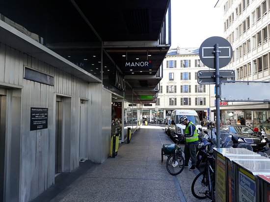 Amazing swiss mall - Picture of Manor 2457493eef