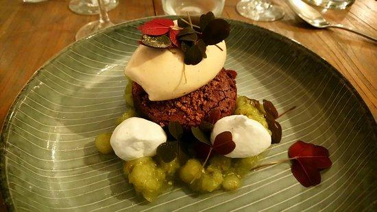 Snekkersten, Denmark: En bombe af en dessert - brownie, marengs, iscreme, stikkelsbør