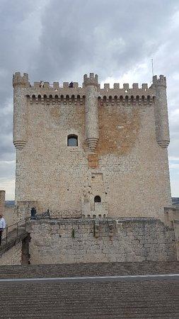 Castillo de Peñafiel: 20170627_184449_large.jpg