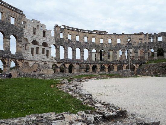 Amphitheater Pula: Inde i Arenaen