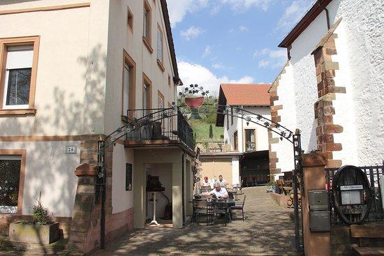 Zell-Zellertal, เยอรมนี: Blick in den Innenhof, Altes Pfarrhaus in Zell/Zellertal