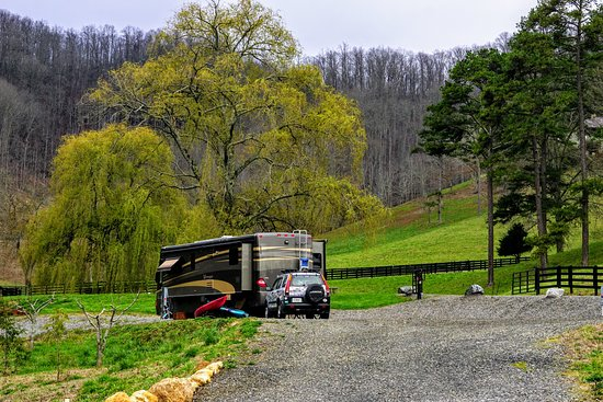 Walnut Hollow Ranch: Our RV site-one of 3 on this knoll