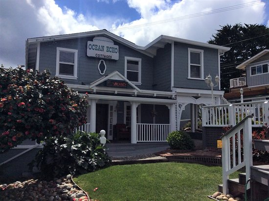 Ocean Echo Inn & Beach Cottages: This 100 year old house is where we have the lobby, breakfast and a few rooms.