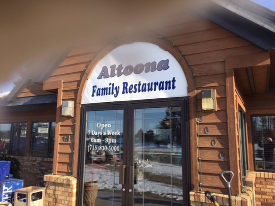 Altoona, Висконсин: Front door of restaurant
