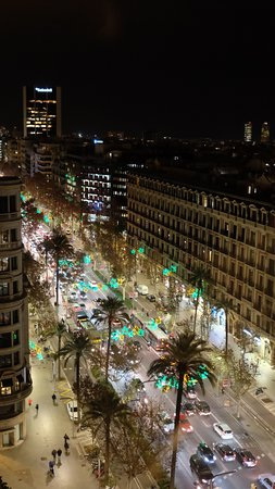 NH Hesperia Barcelona Presidente: Avinguda Diagonal below by night