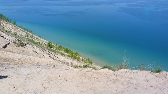 Sleeping Bear Dunes National Lakeshore: The picture does not show the true steepness and depth.