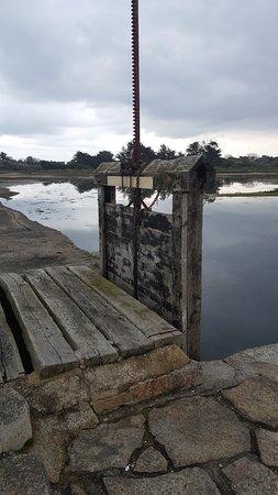 Le Moulin à Marée de Berno: Une des ecluses