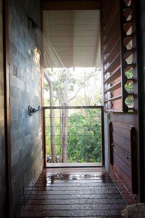 Islas Secas, Panama: Indoor/outdoor shower at Casita Tres Palmas. All Casita bathrooms have indoor/outdoor showers.