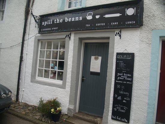 Spill The Beans Cafe: Entrada