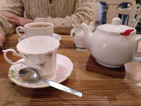 Spill The Beans Cafe: Taza típica de té. Sensacional.