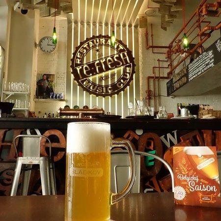 Re:Fresh Restaurant & Music Club: Inside the bar.