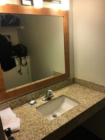 HYATT house Colorado Springs: bonus vanity
