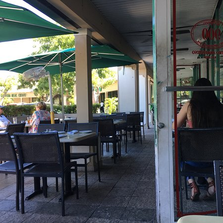 Novecento Key Biscayne: A delightful treat on a busy street! The food was great and my doggie counts enjoy a sidewalk ta
