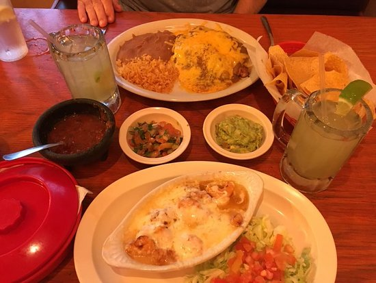 Palacios, TX: Shrimp enchiladas and flameado and margies