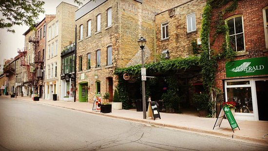Stratford, Canadá: Lovely York Street, with so many quaint shops!