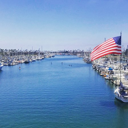 Oxnard, Californie : The Harbor is a hub for kayakers, paddleboarders, sailing, and more.