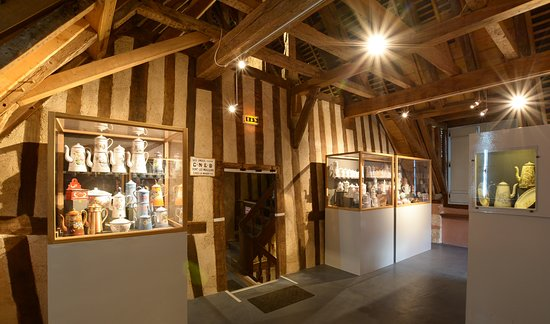 Chateau du Loir, Frankrike: Les cafetières belges et autrichiennes, au premier étage