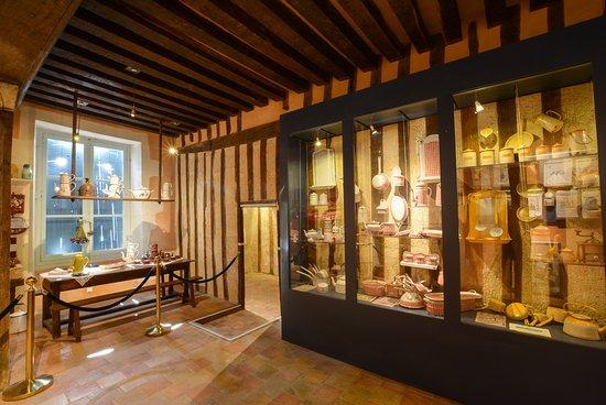 Chateau du Loir, Frankrike: Les batteries de cuisine émaillées des grands magasins parisiens