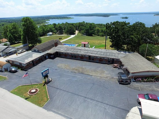 Hermitage, Миссури: Lakeview Lodge overlooking beautiful Pomme de Terre lake.