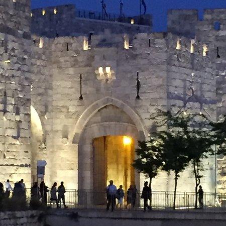 Puerta de Jaffa (Bab al-Khalil): Night view on Israel Memorial Day