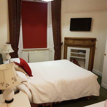 Abbotsford Hotel: 20180417_215726_large.jpg