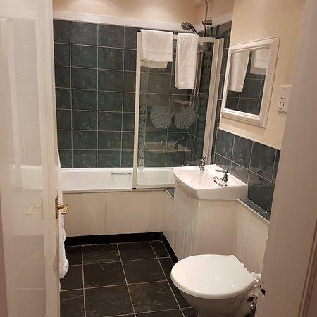 Abbotsford Hotel: 20180417_215752_large.jpg