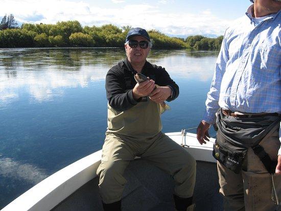 Trevelin, Argentina: Mi amigo Pescando en el Río Futaleufú