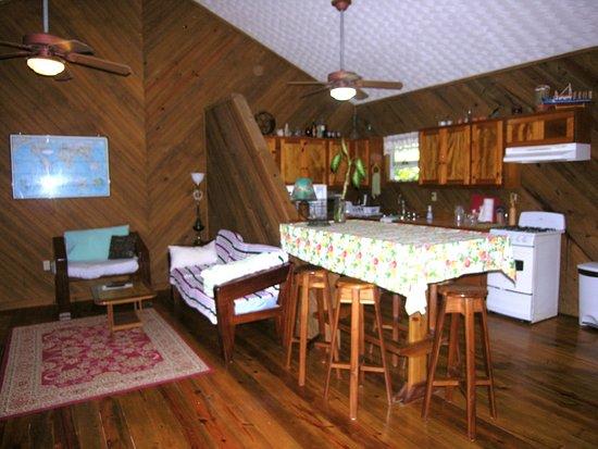 Jonesville, Honduras: kitchen/ commen room