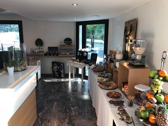 Apparthotel la Girafe: Petit-déjeuner Buffet Formule à 14 euros