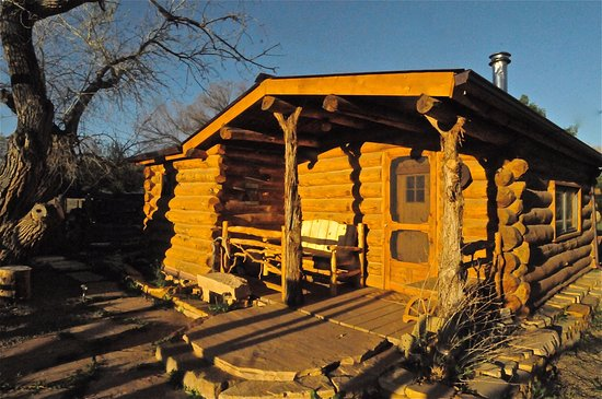 Canyon of the Ancients Guest Ranch: Cowboy Log Cabin