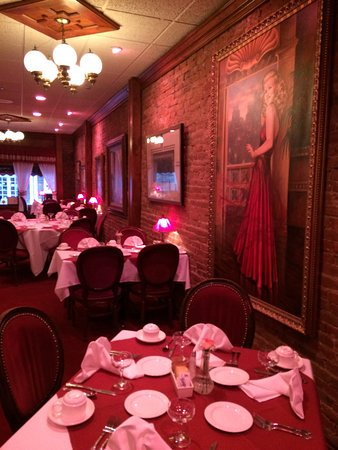 Τζάκσονβιλ, Όρεγκον: Upstairs dining primarily used for breakfast/lunch. Ginger Rodgers portrait adds to atmosphere