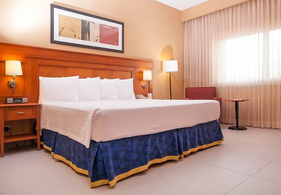 courtyard by marriott cancun airport 84 2 0 4. Black Bedroom Furniture Sets. Home Design Ideas