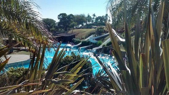 Victoria del Agua Parque Temático y Termal: Vista a piscina de agua dulce con toboganes
