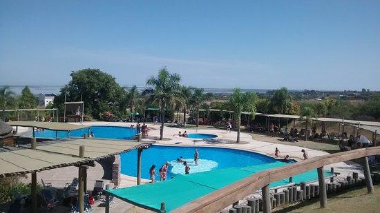Victoria del Agua Parque Temático y Termal: Vista desde arriba de la piscina de agua dulce en la cual se hace acquagym y se juega con cilind